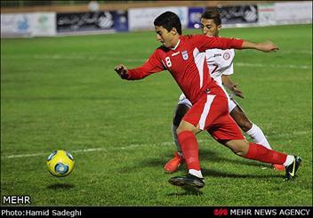 تیم فوتبال افشید قم برابر آبی پوشان اراک به پیروزی رسید