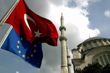 """الاتحاد الأوروبي يراقب """"بقلق"""" فرض حال الطوارئ في تركيا"""