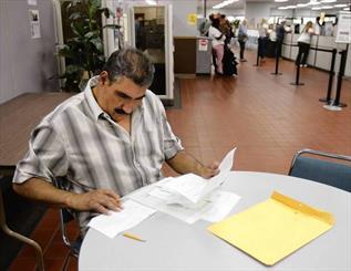 ۲.۱میلیون آمریکایی دیگر بیکار شدند/۴۰میلیون متقاضی بیمه بیکاری
