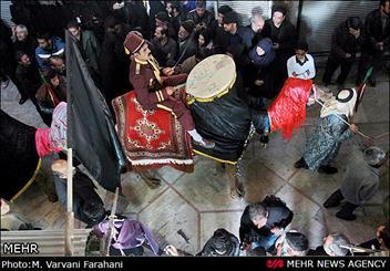 بازار اراک میزبان آئین های عزاداری/ تعزیه سیار بخشی از مراسم سنتی اراک