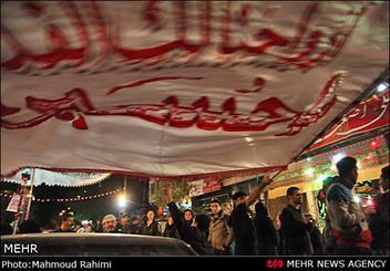 عزاداری 2000 هیئت مذهبی در استان مرکزی/شیعیان مظلومیت  امام حسین(ع) را به سوگ نشستند
