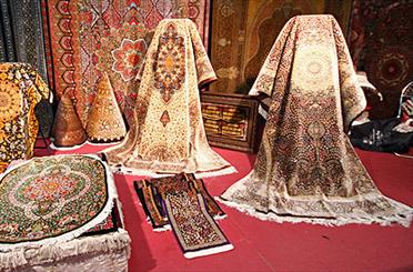 نخستین نمایشگاه فرش دستباف و تابلو فرش در کرج آغاز به کار کرد