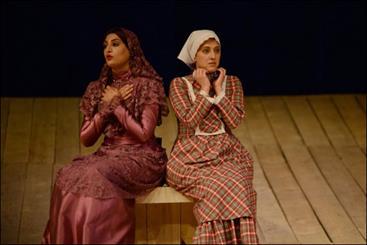 ماهگل مهر بازیگر جوان تئاتر صحنه زندگی را ترک کرد