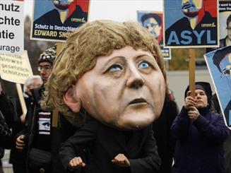 فعالان حقوق بشر آلمان از مرکل شکایت کردند