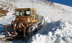 عملیات بازگشایی مسیرهای روستایی گیلان همچنان ادامه دارد