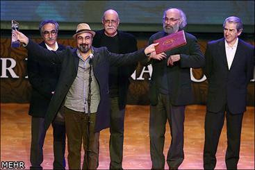 سیمرغ بهترین بازیگر مرد جشنواره سی و دوم فیلم فجر در دستان عطاران