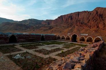 سیر در سرزمین زیبایی ها/ از کلیسای چوپان تا کاروانسرای خواجه نظر عباسی
