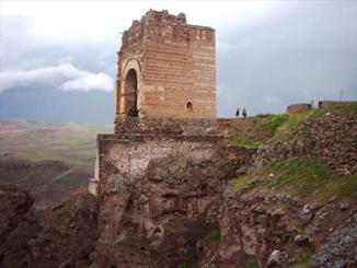 دیدنیهای دیدهنشده آذربایجان شرقی/از قلعه ضحاک تا حمام کردشت