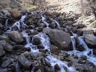 """""""سرداب"""" پر آب ترین چشمه در دل زاگرس/ لذت نوشیدن سرد ترین آب  جوشیده شده از دل کوه"""