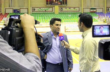 آقای داورزنی؛ خیلی مانده مربی شوی/ شاید منصوری در یک سالن دیگر بوده!