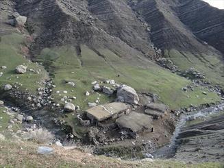 دره عمیق محرومیت در نوک قلههای صعب العبوراشترانکوه/ مادرانی که از تولد فرزندشان می هراسند