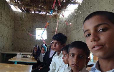 مدارس بخش تلنگ در جنوب سیستان و بلوچستان فاقد آب و برق است/ مسئولان: عده ای مظلوم نمایی می کنند