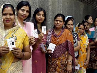بھارت میں 2 کروڑ خواتین کے نام ووٹرز فہرست سے غائب