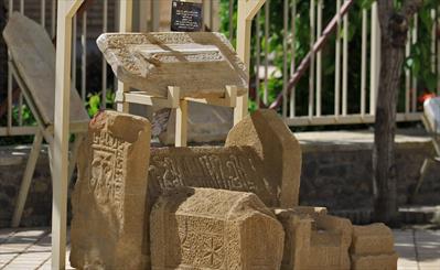 100 قطعه سنگ تاریخی در همدان به نمایش گذاشته شده است
