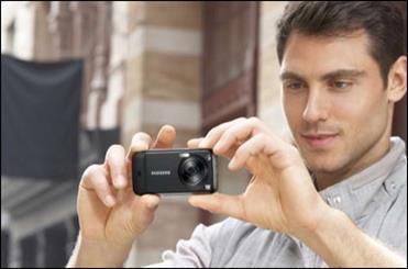 مردم از زندگی در زمان حال دور شده اند/ خطر عکس گرفتن با موبایل برای حافظه