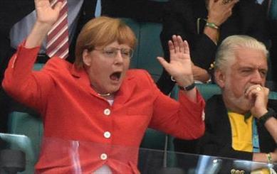 انتقاد به سفر پر هزینه مرکل به برزیل برای تماشای بازی های آلمان
