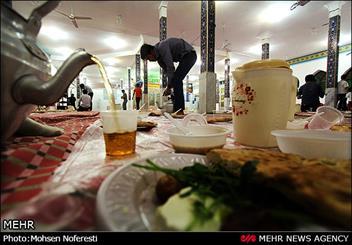 سفره افطاری در امامزاده باقریه