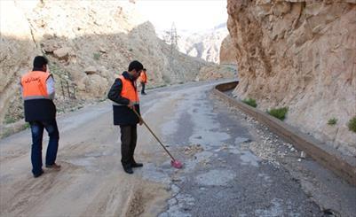 جادههای میرجاوه برای پذیرایی از مسافران تابستانی آمادهسازی شد