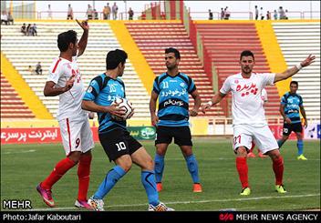 دیدار تیم های فوتبال پدیده مشهد و صبای قم