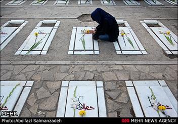 آیین گلباران مزار شهدا در ورامین برگزار شد
