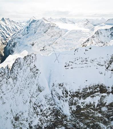 """title:""""صعود عجیب کوهنوردان به یک قله از رشته کوههای آلپ- http://anamnews.com/"""" alt:"""" رشته کوههای آلپ-http://anamnews.com/"""""""