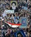 عشرات الآلوف من العراقيين يدينون الاعتداء علي المقدسات الاسلاميه بمدينه سامراء