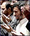 ايران كے نئے منتخب صدر ڈاكٹر احمدي نژاد نے نماز جمعہ مين شركت كي (1) : تصويري رپورٹ
