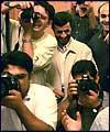 نئے منتخب صدر احمدي نژاد كے اعزاز ميں تہران كي بلديہ نے ايك تقريب منعقد كي جس كے بعد نامہ نگاروں كے ساتھ نئے منتخب صدر قابل ديد مناظر:تصويري رپورٹ