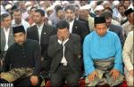 تقرير مصور عن حضور رئيس الجمهوريه صلاه الجمعه في جامع كوالالامبور(2)