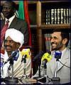 الرئيس احمدي نجاد يهنئ البشير بإعادة انتخابه رئيسا للسودان
