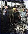 استشهاد عشرة مدنيين في تفجير ارهابي داخل حافلة في بغداد