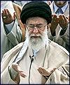قائد الثورة الاسلامية يقيم صلاة الجنازة على جثمان آية الله خوشوقت
