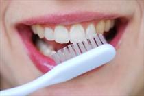 راهکارهای رفع بوی بد دهان/توصیه به مسواک و دهان شویه
