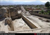 محوطه سیلک مورد تعرض و ساخت و سازهای بیرویه قرار گرفته است