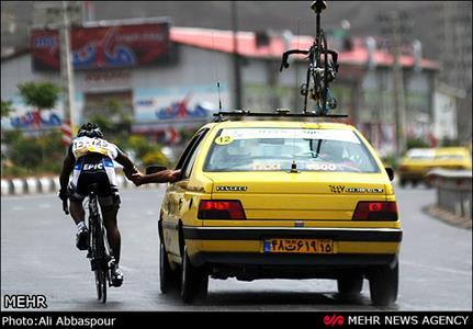 وقتی دوچرخه سواران خراسان رضوی در جادههای مرگ رکاب میزنند/ حضور ورزشکاران با هزینه شخصی در مسابقات