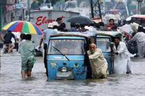 کراچی میں شدید بارش کی وجہ سے سیلابی صورتحال