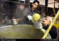 طبخ ۸۴ تن آش نذری حرکت فرهنگی مردم شیراز است
