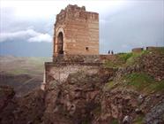 ساماندهی مسیر دسترسی قلعه تاریخی «ضحاک» هشترود