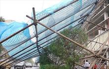 وجود سازه های موقت در شهر یاسوج یک معضل است