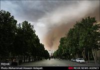 توفان تهران مصدوم نداشت/ سقوط نمای ساختمانها و شکستگی درختان