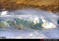 آلة لتحويل طاقة امواج البحر إلى كهرباء