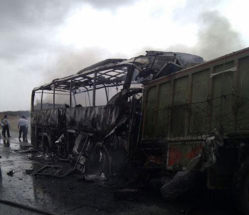 تصادف اتوبوس کامیون