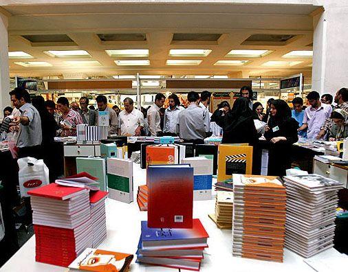 صبح محلات: افتتاح نمایشگاه کتاب با 50 درصد تخفیف در دانشگاه آزاد واحد محلات