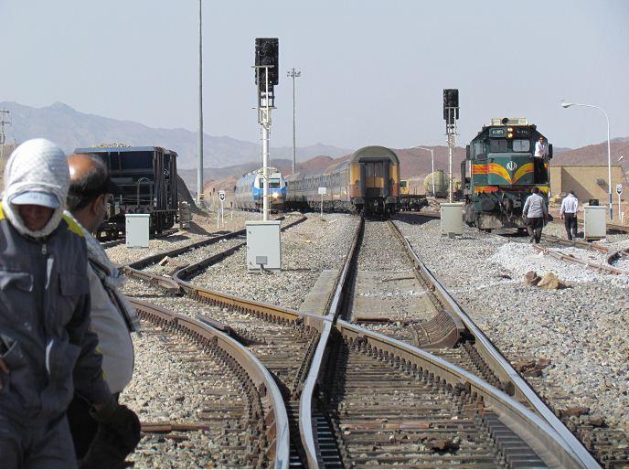 عیدی شرکت تراورس راه آهن نصب سوزن های تراورس بتنی در ایستگاه هفتخوان به اتمام رسید ...